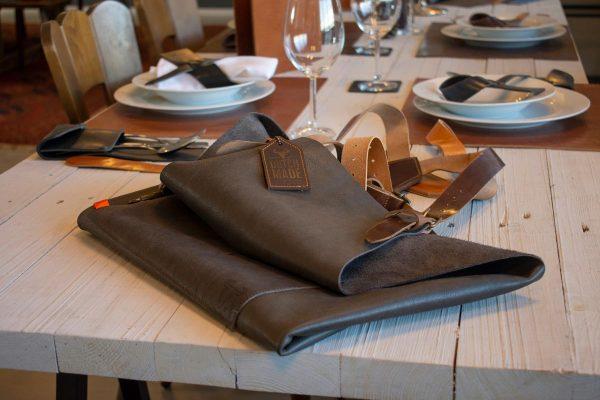 barbecueschort op tafel